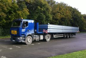 Camion spécialisé dans le convoi exceptionnel de catégorie 1